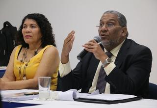 Sonia Vásquez, representante de UNFPA, y Roberto Liz, director de Desarrollo Económico y Social del MEPyD