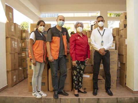 UNFPA entrega equipos de protección a embarazadas y personal médico en Azua, República Dominicana